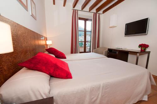 Twin Room - single occupancy Hotel Des Puig 2