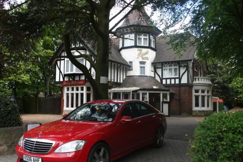 Photo of Pines Hotel Luton Airport Hotel Bed and Breakfast Accommodation in Luton Bedfordshire