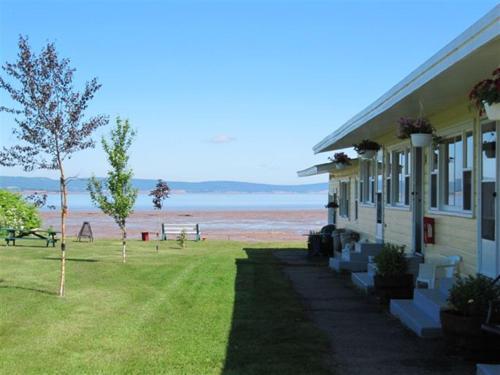 Beach Breeze Motel