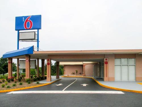 Motel 6 Greensboro, NC