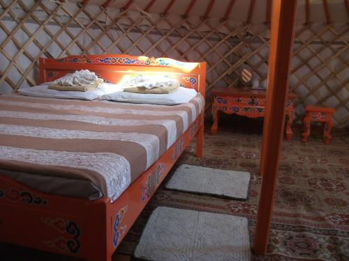 Gobi Anar Lodge, Dugun goliin khural