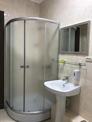 Twin Δωμάτιο με Ντους (Twin Room with Shower)
