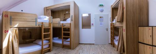 Standard Private Sixtuple Room with Shared Bathroom