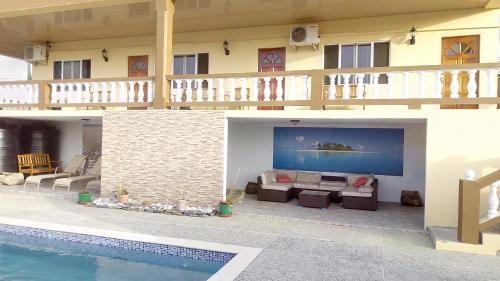 Michael's Tropical Suites, Scarborough