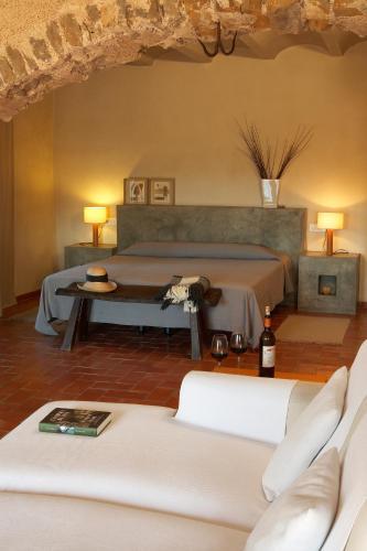 Suite Hotel la Plaça Madremanya 17