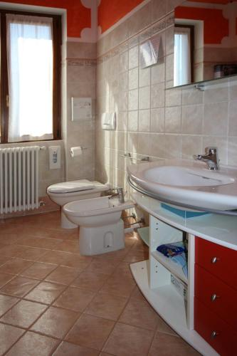 Classic Double Room with Balcony and Shared Bathroom