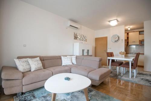 Comfortable Cozy Beach Apartment