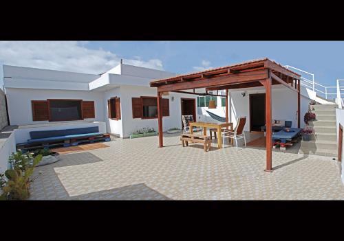Self-catering Apartment w/ Terrace, Tarrafal