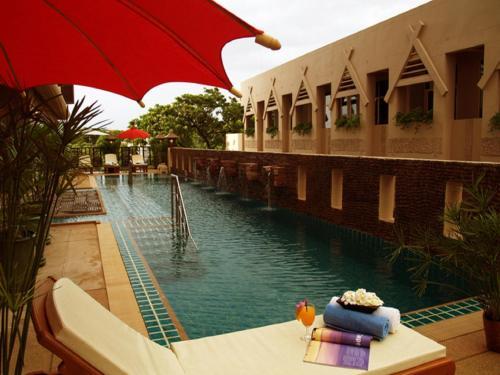 Отель Maninarakorn Hotel 3 звезды Таиланд