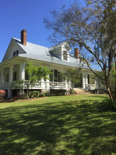 Canemount Plantation Inn