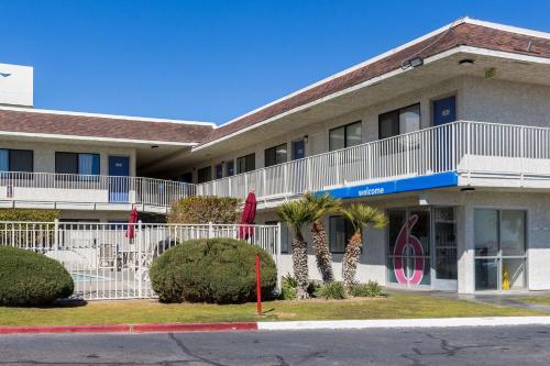 Motel 6 Mojave