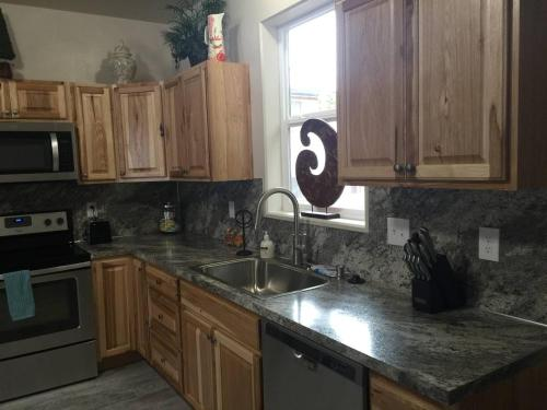 Centrally Located New 3 bd/2 ba Duplex Apartment