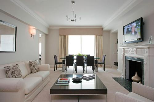 Photo of Arlington House Apartments Hotel Bed and Breakfast Accommodation in London London