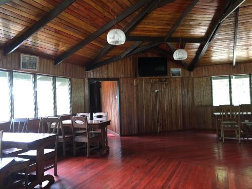 Magani Riverside Bungalows, Mendi