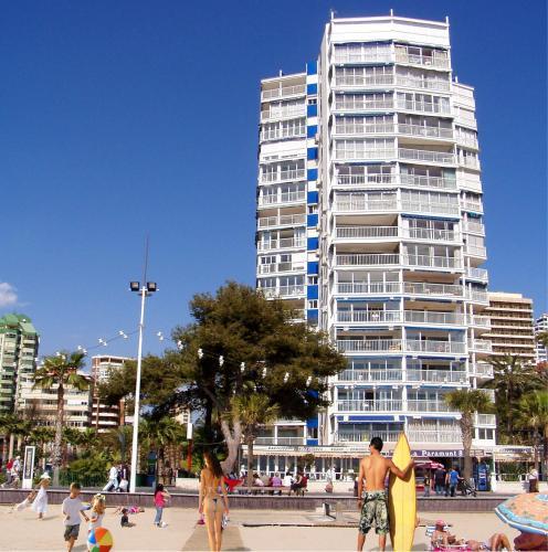Apartamentos torre yago en benidorm desde ch for Hoteles familiares en benidorm