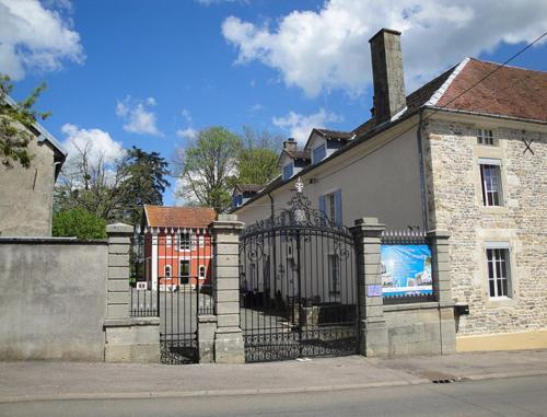 Petit Chateau Armand Bourgoin