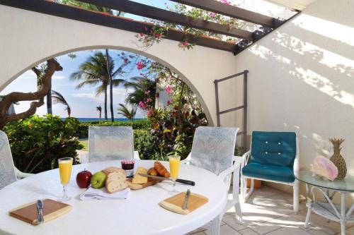 Villas Pappagallo by Cayman Villas, West Bay