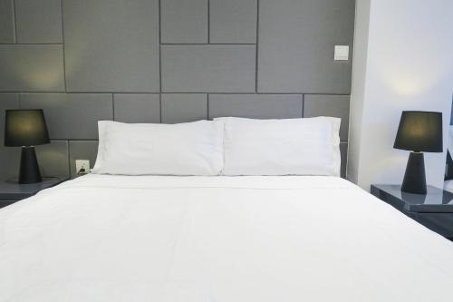 Comfy 2 Bedroom Apartment by ReCharge, Singapore