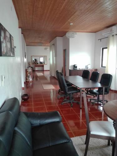 Residencial Palhota, Santo António