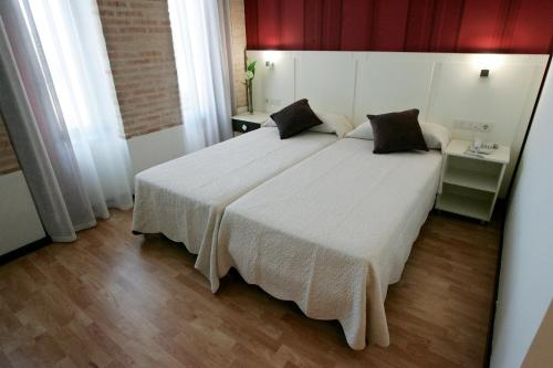 Double or Twin Room Hotel la Bastida 8