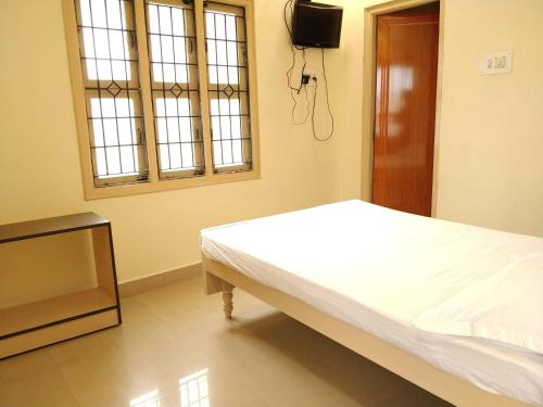 Rooms: Hotels Near Tirumala Venkateswara Temple, Tirupati