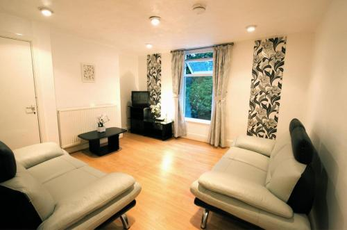 Photo of La Suisse Serviced Apartments Self Catering Accommodation in Manchester Greater Manchester
