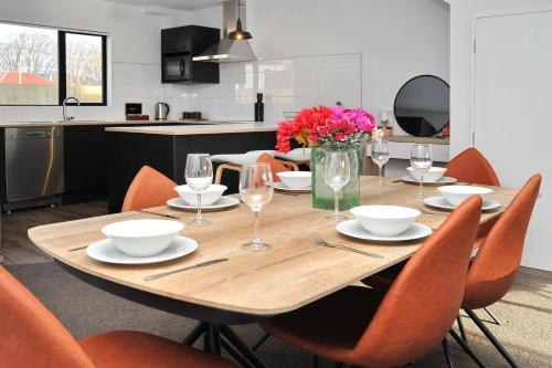 Parlane Apartment 1 - Christchurch Holiday Homes, Christchurch