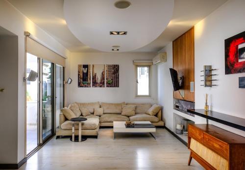 Luxe 2 BDR Suite Apartment, Lárnaca