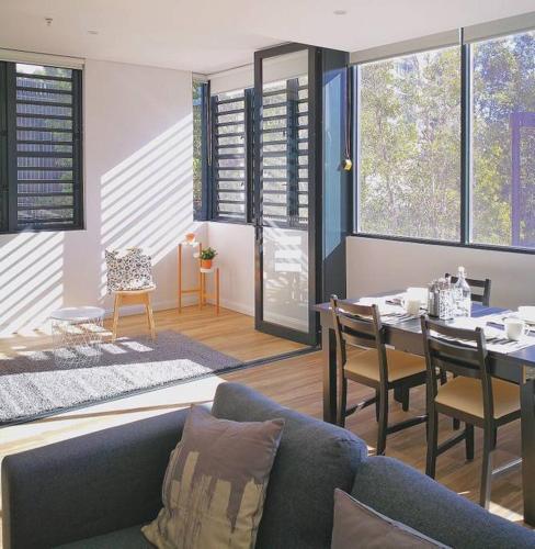 Quintessential modern home at Sydney Olympic Park, Sídney