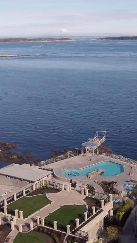Oak Bay Beach Hotel - 22 of 41