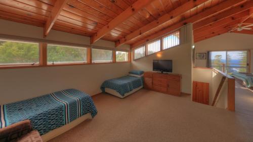 Ball Bay House - Norfolk Island Holiday Homes, Burnt Pine