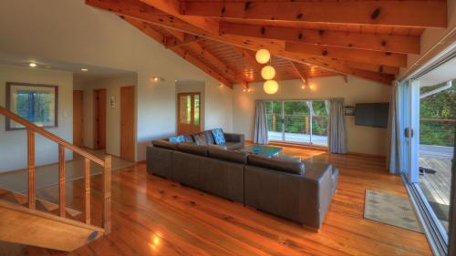 Ball Bay House - Norfolk Island Holiday Homes, Burnt Pine