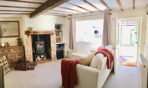 Cute, Cosy & Convenient Country Cottage!