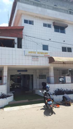 Edwiner novelas ex hotel france, Cotonou