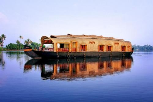 Houseboat with all meals in Kollam, by GuestHouser 10376