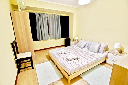 Yellow apartamento na zona Glicínias