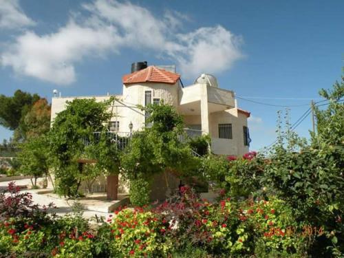 Bethlehem Palestine B&B, Khirbat Bayt Ta'mīr
