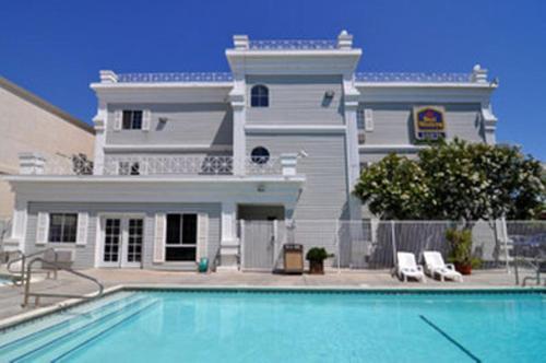 Best Western Luxury Inn