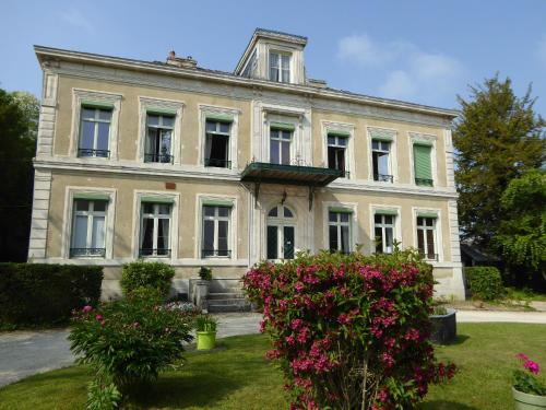 chateau de Pougy
