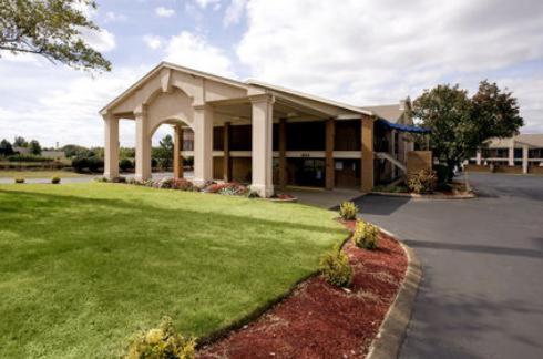 Photo of Americas Best Value Inn in Murfreesboro Hotel Bed and Breakfast Accommodation in Murfreesboro Tennessee