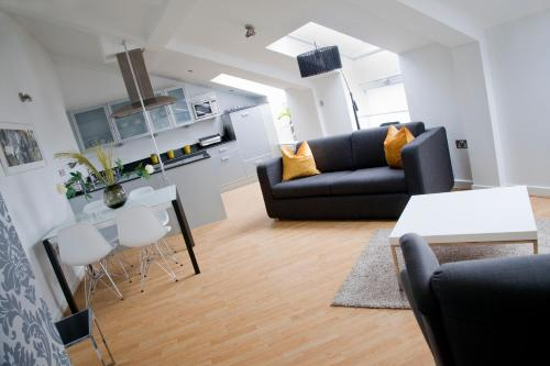nightspace: Regent House Apartments