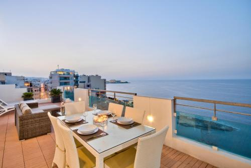Magnificent Seafront 2-bedroom Sliema penthouse, Sliema