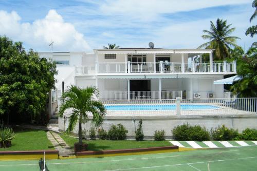 Villa with private swimming pool, Saint-François