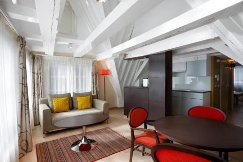 Krasnapolsky Apartments photo 5