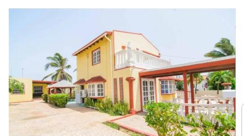 Family Low Budget Vacation, Tanki Lender