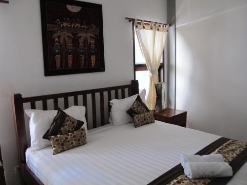 Nirwana Guest House & Villa