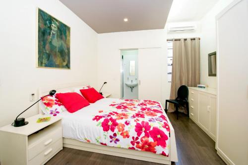 Modern & Stylish Private Bedrooms. Theoria Travel