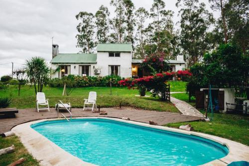 Casa de campo con piscina y bosque