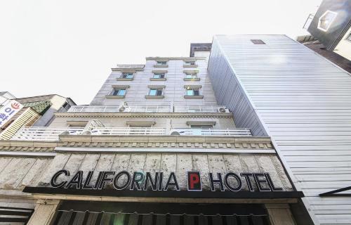 California Hotel, Kuri