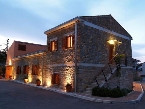 Hiša Torkla, Korte
